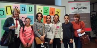 "Посета наших ученика изложби ученичких радова  ""Оправљени свет"""